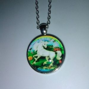 Beautiful charm necklace, pendant & chain.